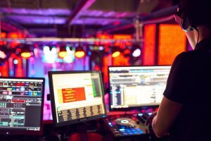 dj_mixes_track_nightclub_party